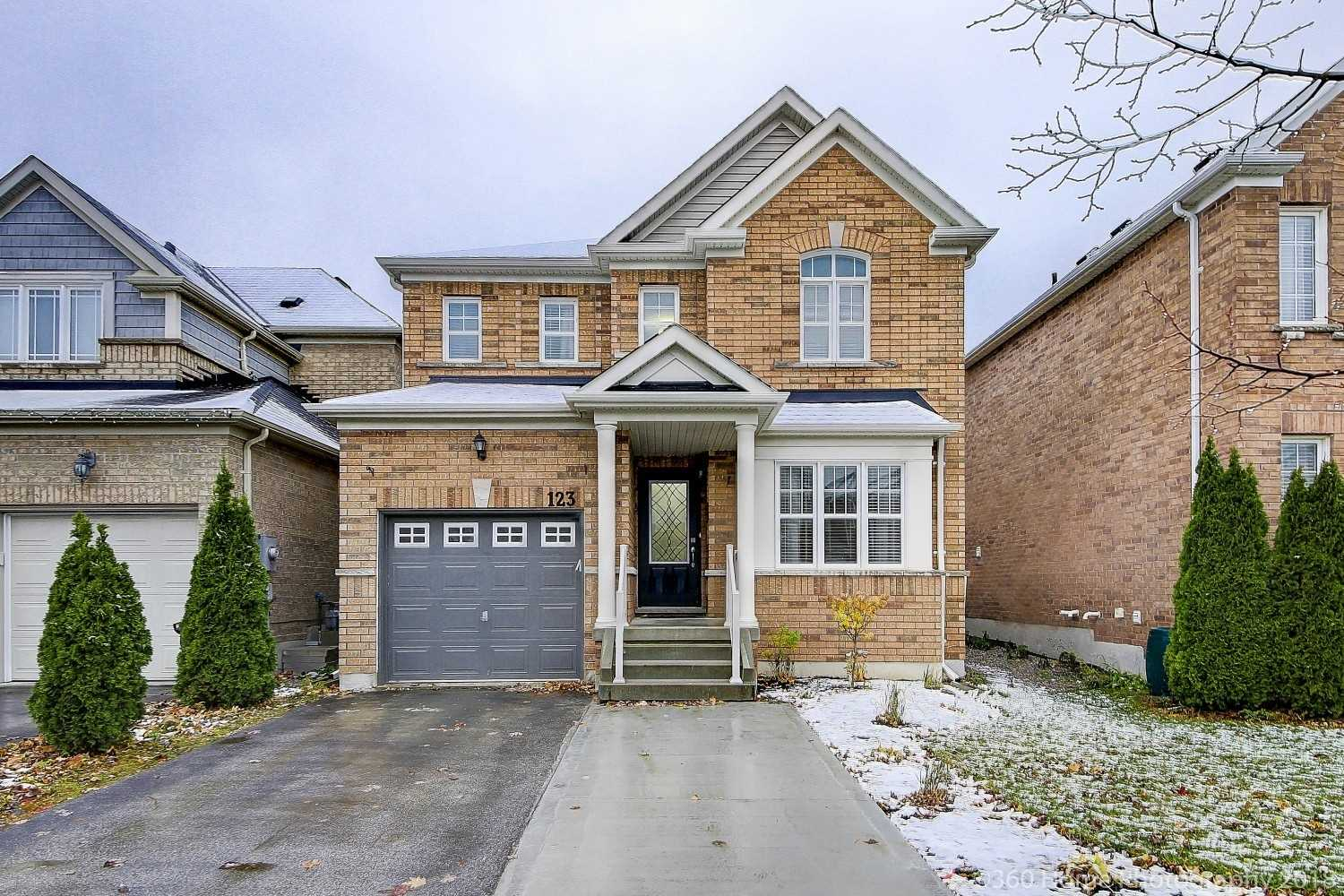 pictures of house for sale MLS: N4328076 located at 123 Faris St, Bradford West Gwillimbury L3Z1C4