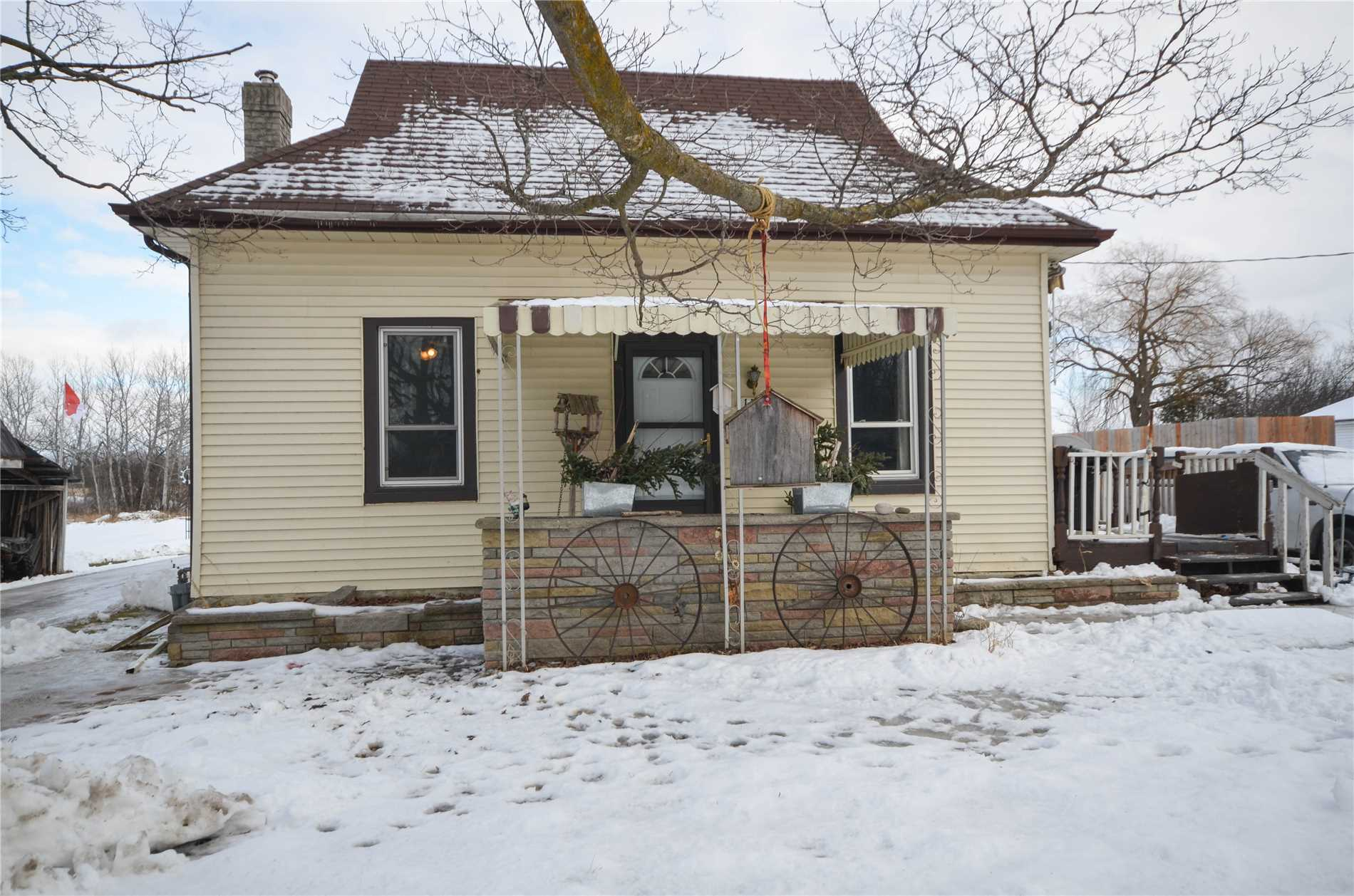 pictures of 139 Laidlaw St N, Brock L0E1E0