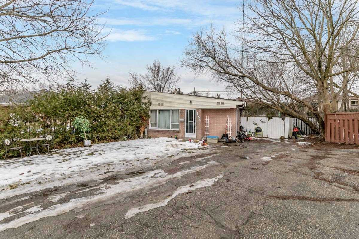 pictures of 120 Longford Dr, Newmarket L3Y2Y5