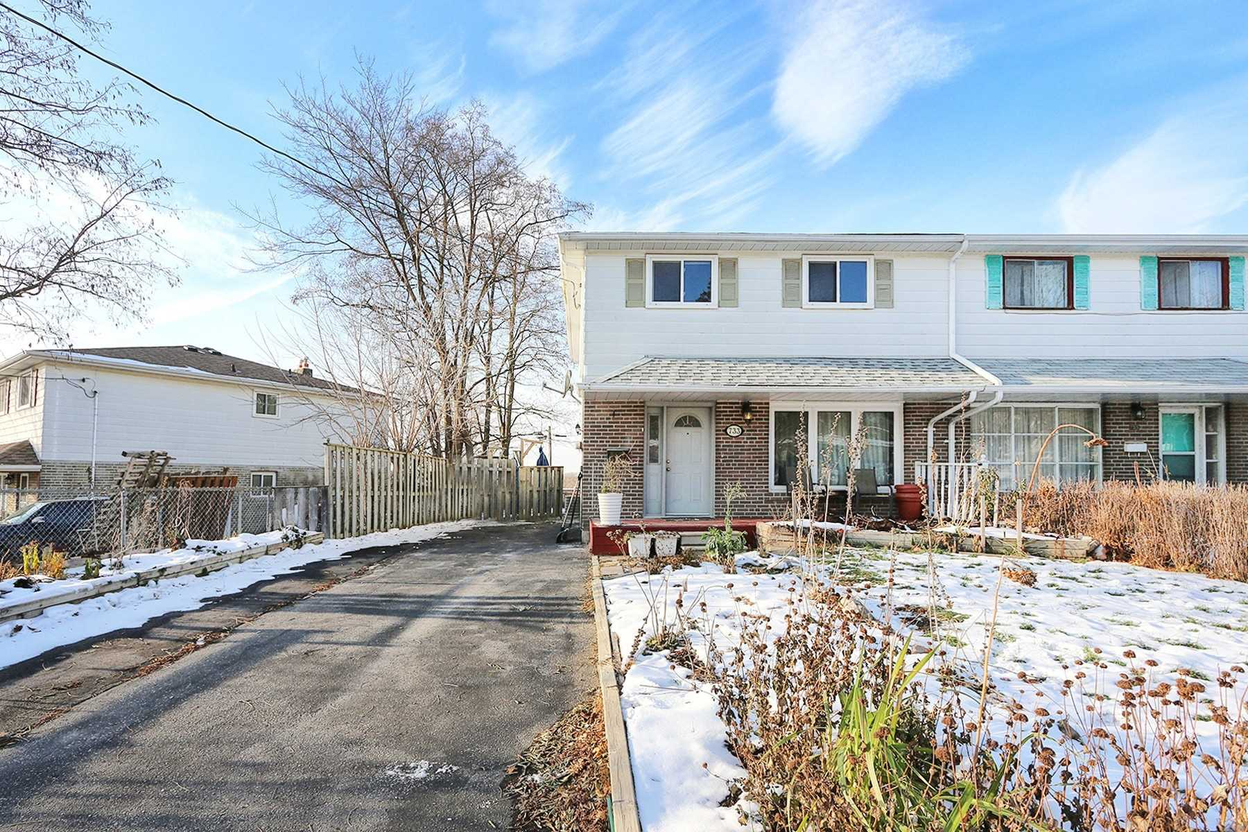 pictures of 733 Sunnypoint Dr, Newmarket L3Y2Z7