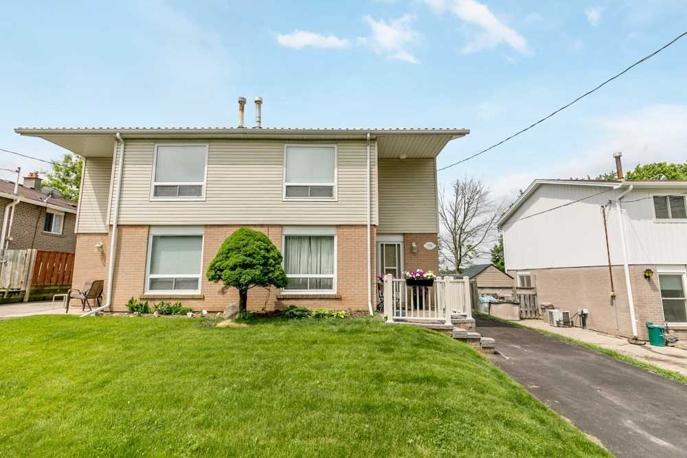 pictures of 759 Sunnypoint Dr, Newmarket L3Y2Z7