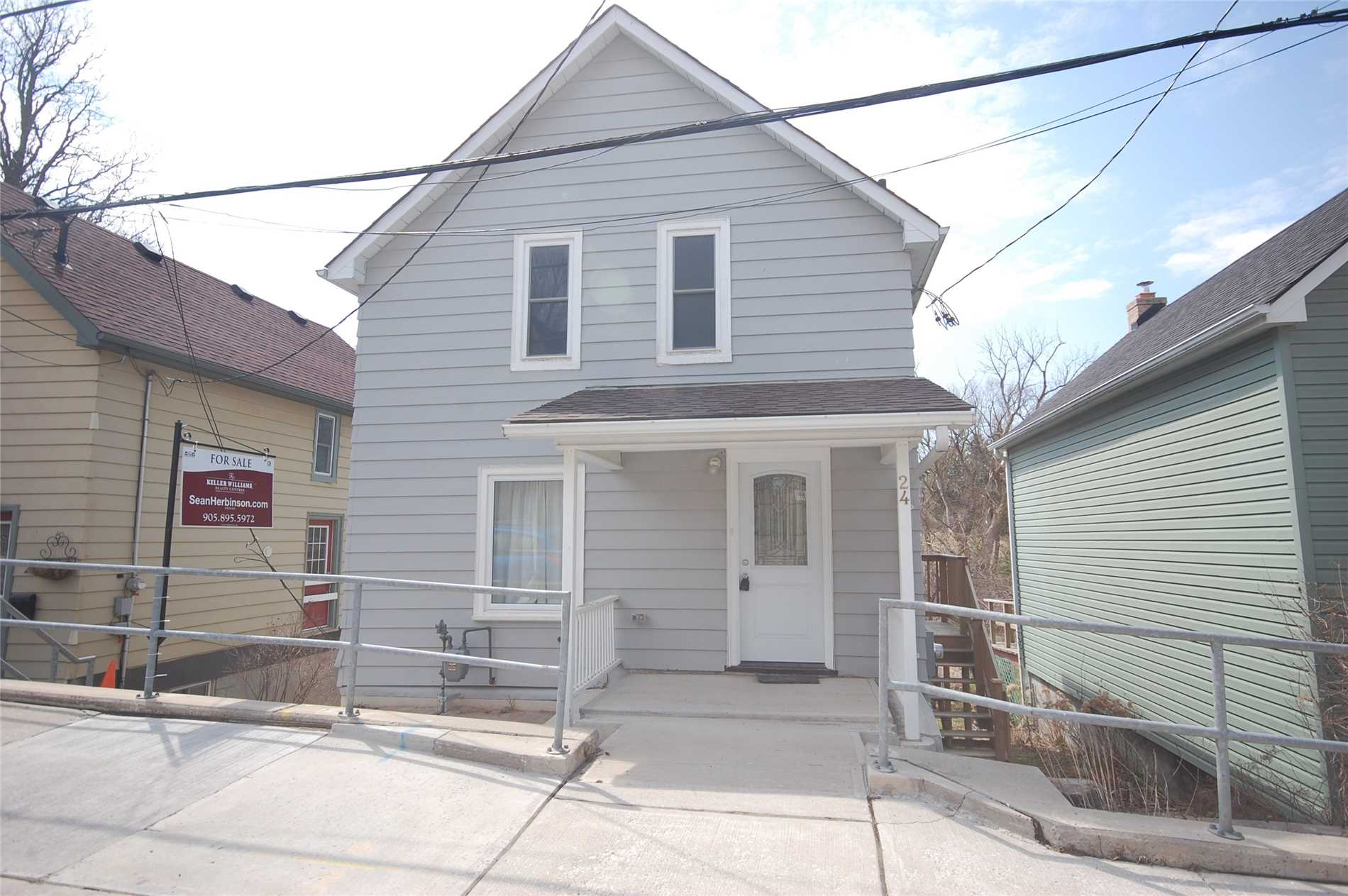 pictures of 24 Machell Ave, Aurora L4G2R7