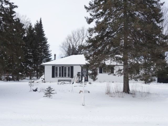 pictures of 36 Nancy Ave, Brock L0K 1A0