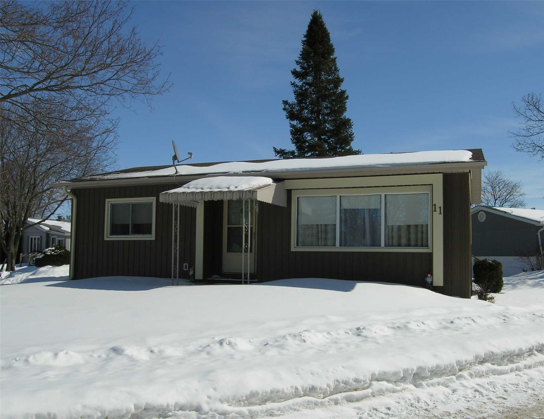 pictures of 11 Main St, Innisfil L9S 1M8