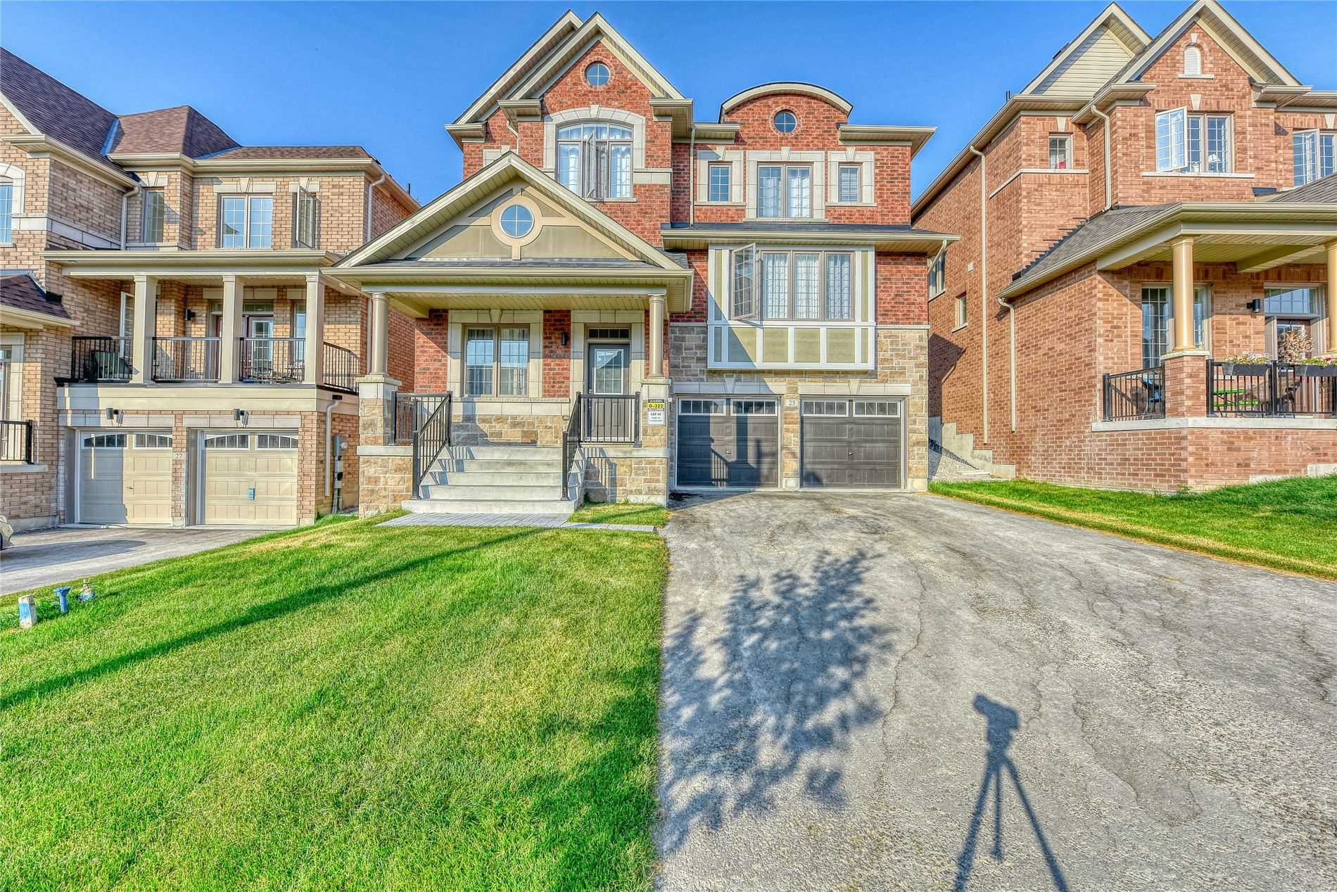 pictures of house for sale MLS: N4547481 located at 25 Cyprus Glen N, East Gwillimbury L9N0S8