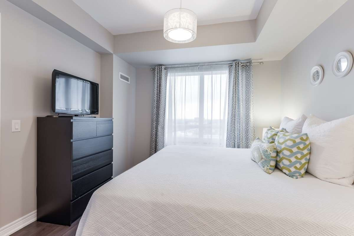 Image 9 of 20 showing inside of 1 Bedroom Condo Apt Apartment for Sale at 9245 Jane St Unit# 1603, Vaughan L6A0J9