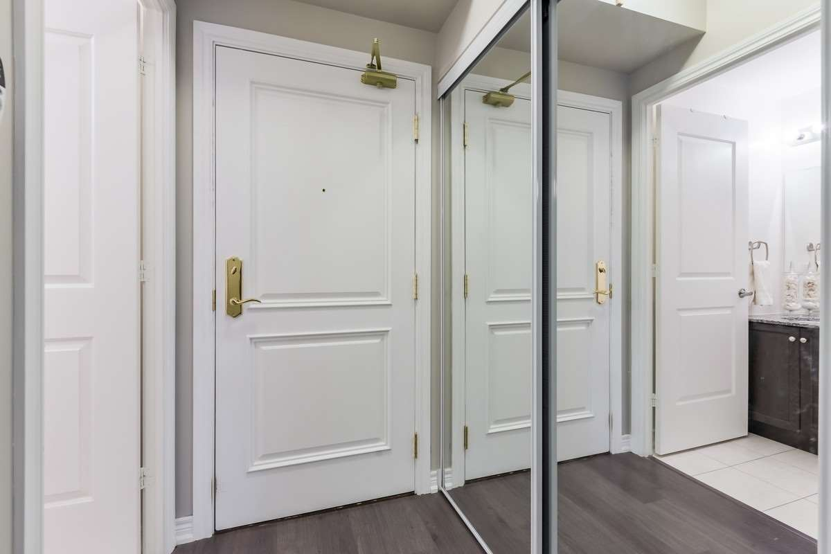 Image 13 of 20 showing inside of 1 Bedroom Condo Apt Apartment for Sale at 9245 Jane St Unit# 1603, Vaughan L6A0J9