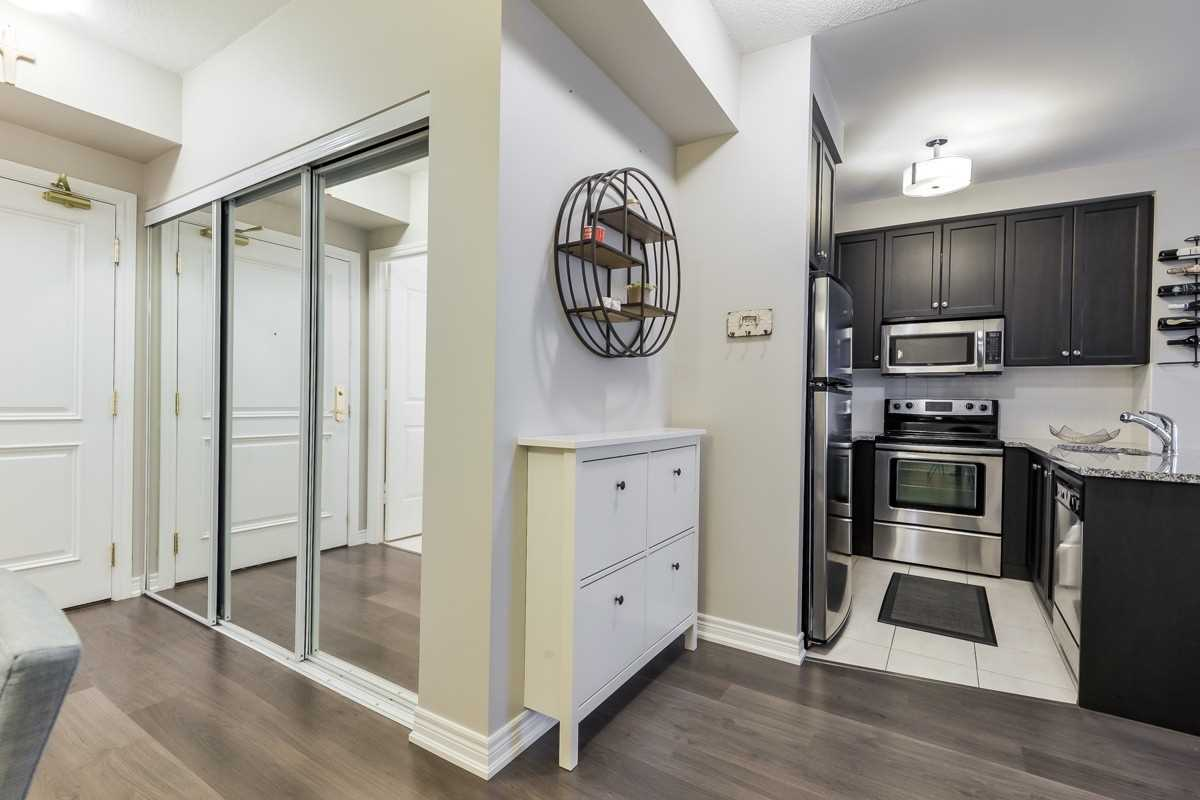 Image 16 of 20 showing inside of 1 Bedroom Condo Apt Apartment for Sale at 9245 Jane St Unit# 1603, Vaughan L6A0J9