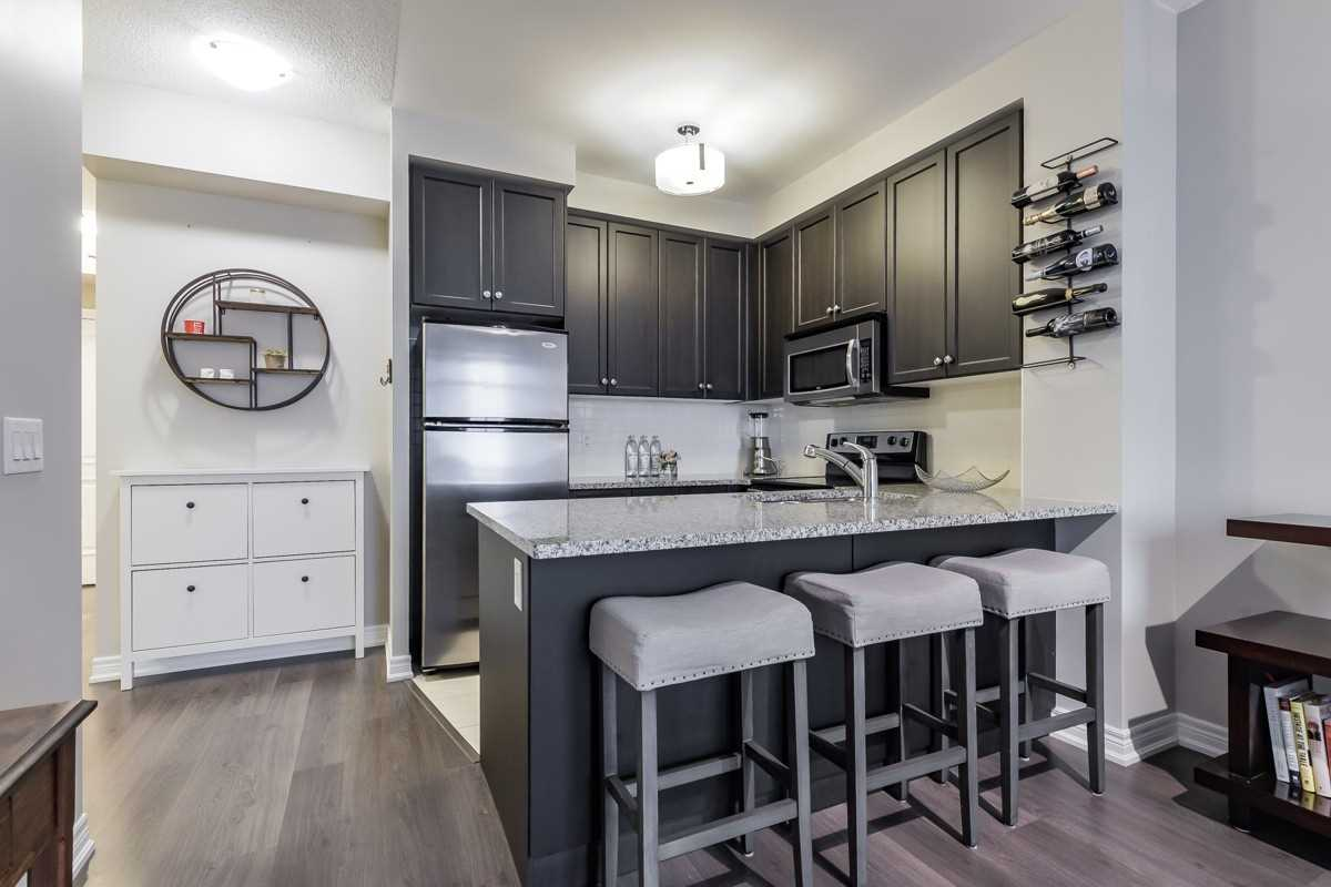 Image 19 of 20 showing inside of 1 Bedroom Condo Apt Apartment for Sale at 9245 Jane St Unit# 1603, Vaughan L6A0J9
