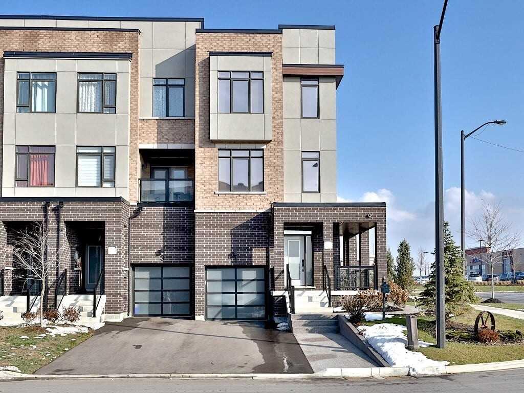 pictures of house for sale MLS: N4639573 located at 1 Glenngarry Cres, Vaughan L6A4Z4