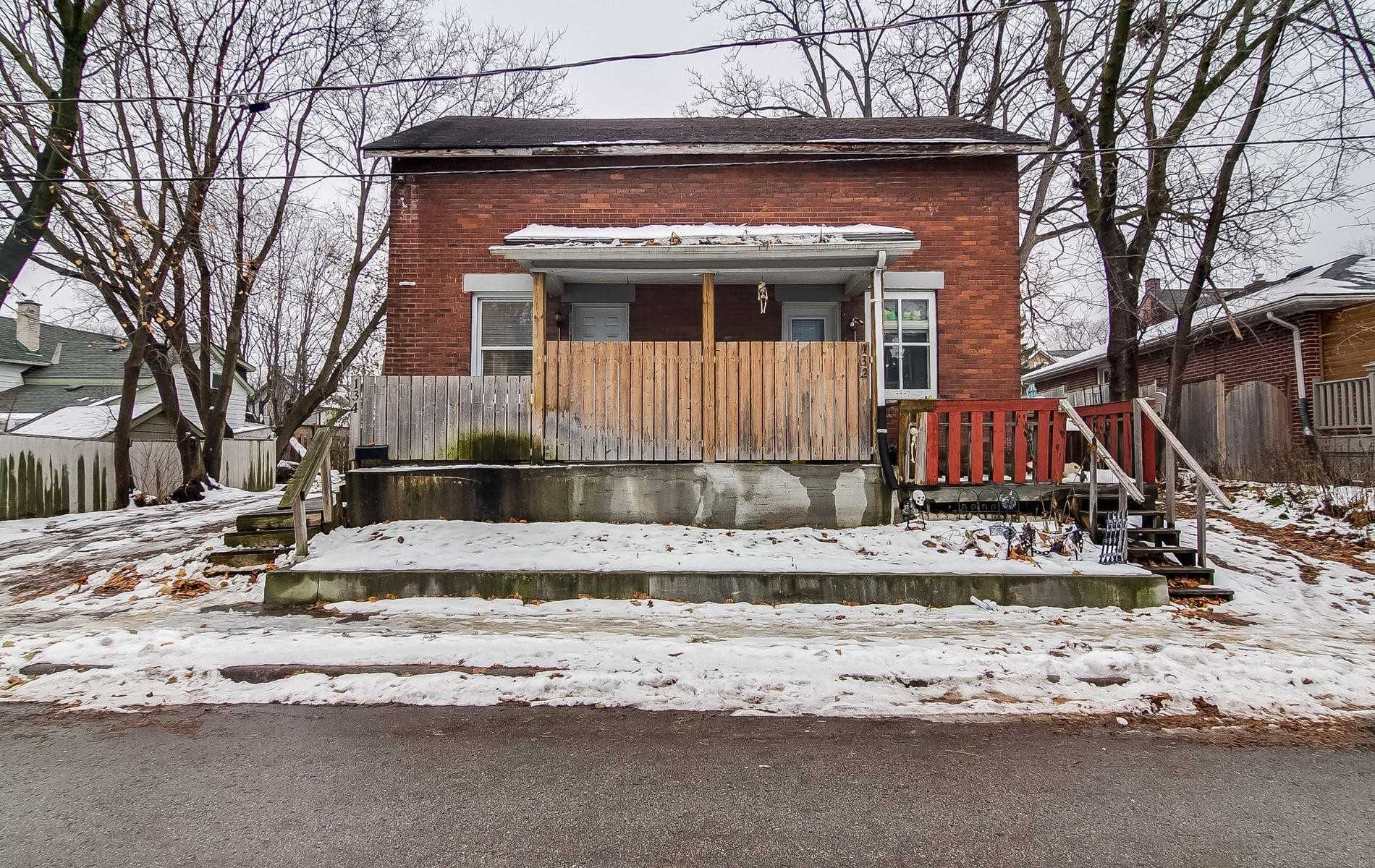 pictures of house for sale MLS: N4640686 located at 132-134 Raglan St, Newmarket L3Y4B4