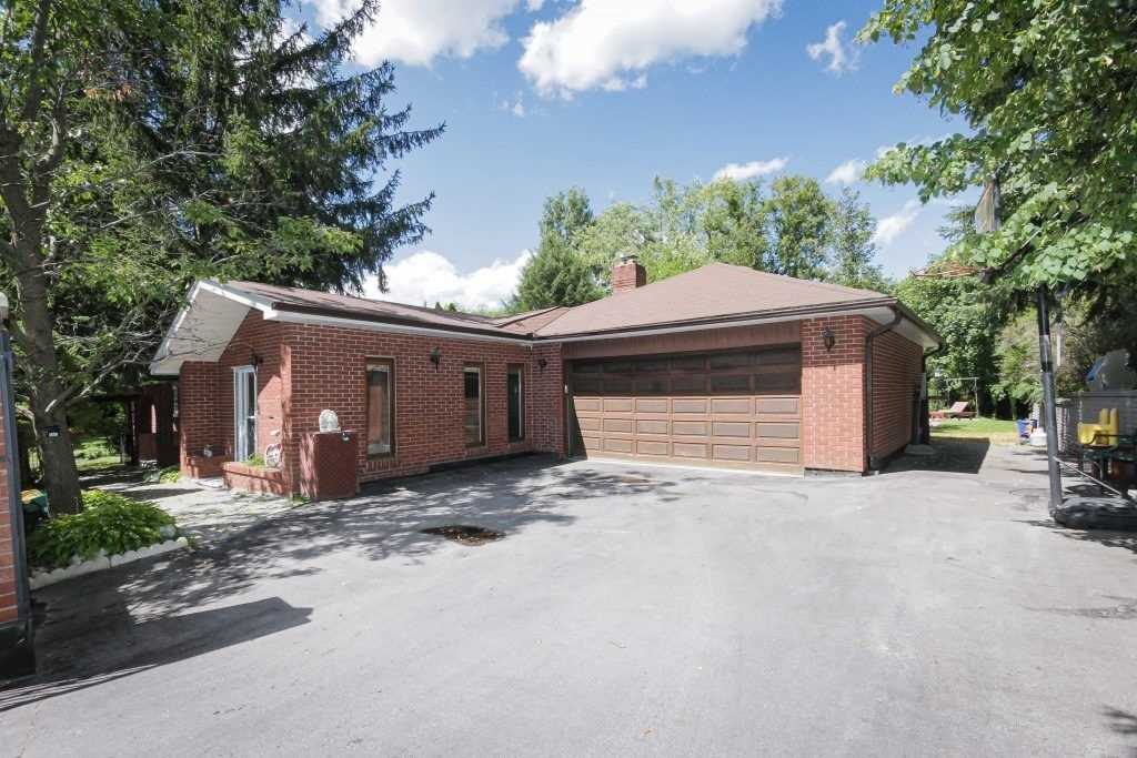 pictures of house for sale MLS: N4642405 located at 2 Mitchell Ave, Whitchurch-Stouffville L4A2X9