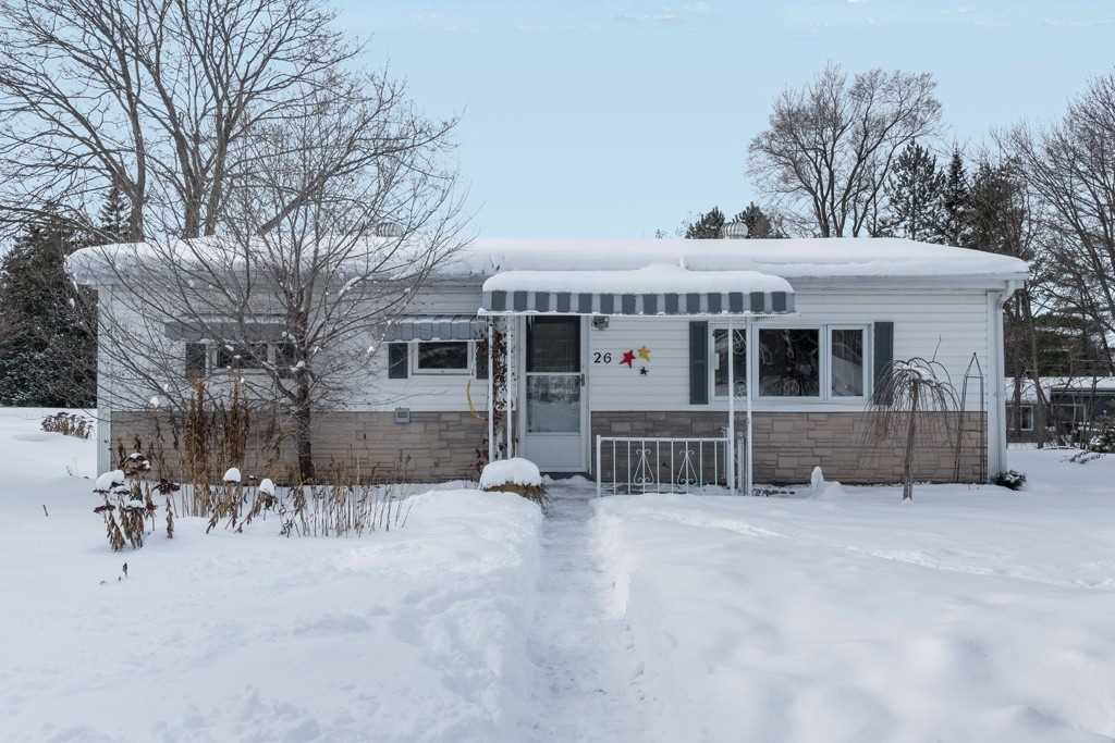 pictures of house for sale MLS: N4656969 located at 26 Locust Hill Dr, Innisfil L9S3G7