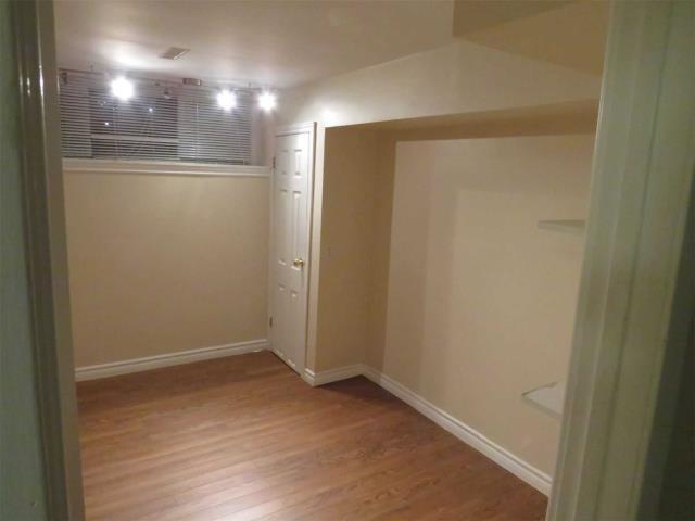 Image 8 of 11 showing inside of 1 Bedroom Semi-Detached Backsplit 3 for Lease at 11 Mcdonald Dr, Aurora L4G2T4
