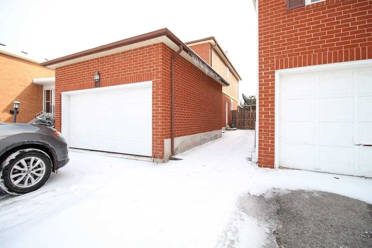 pictures of 151 Kersey Cres, Richmond Hill L4C8X9