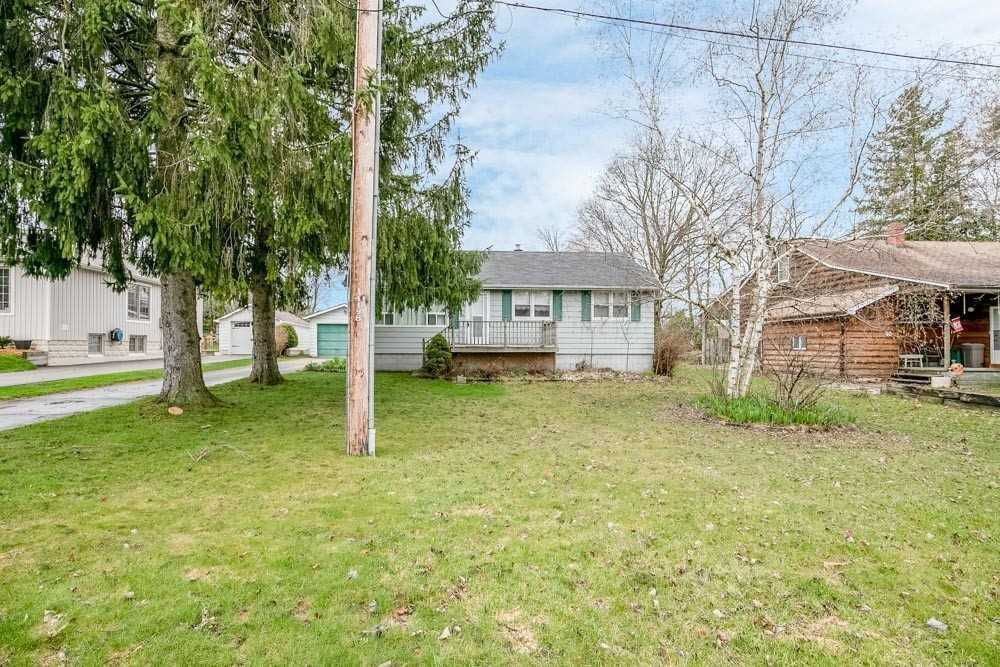 pictures of house for sale MLS: N4672308 located at 34 Castlewood Ave, King L0G1T0
