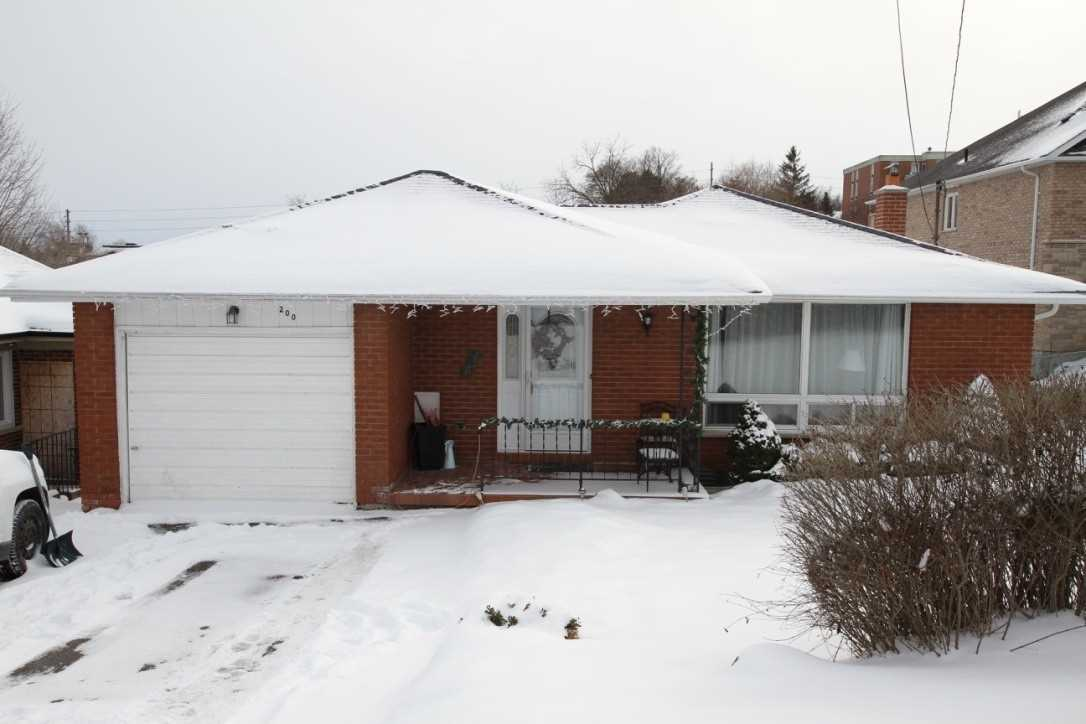 pictures of house for sale MLS: N4672503 located at 200 John St W, Bradford West Gwillimbury L4N2L2