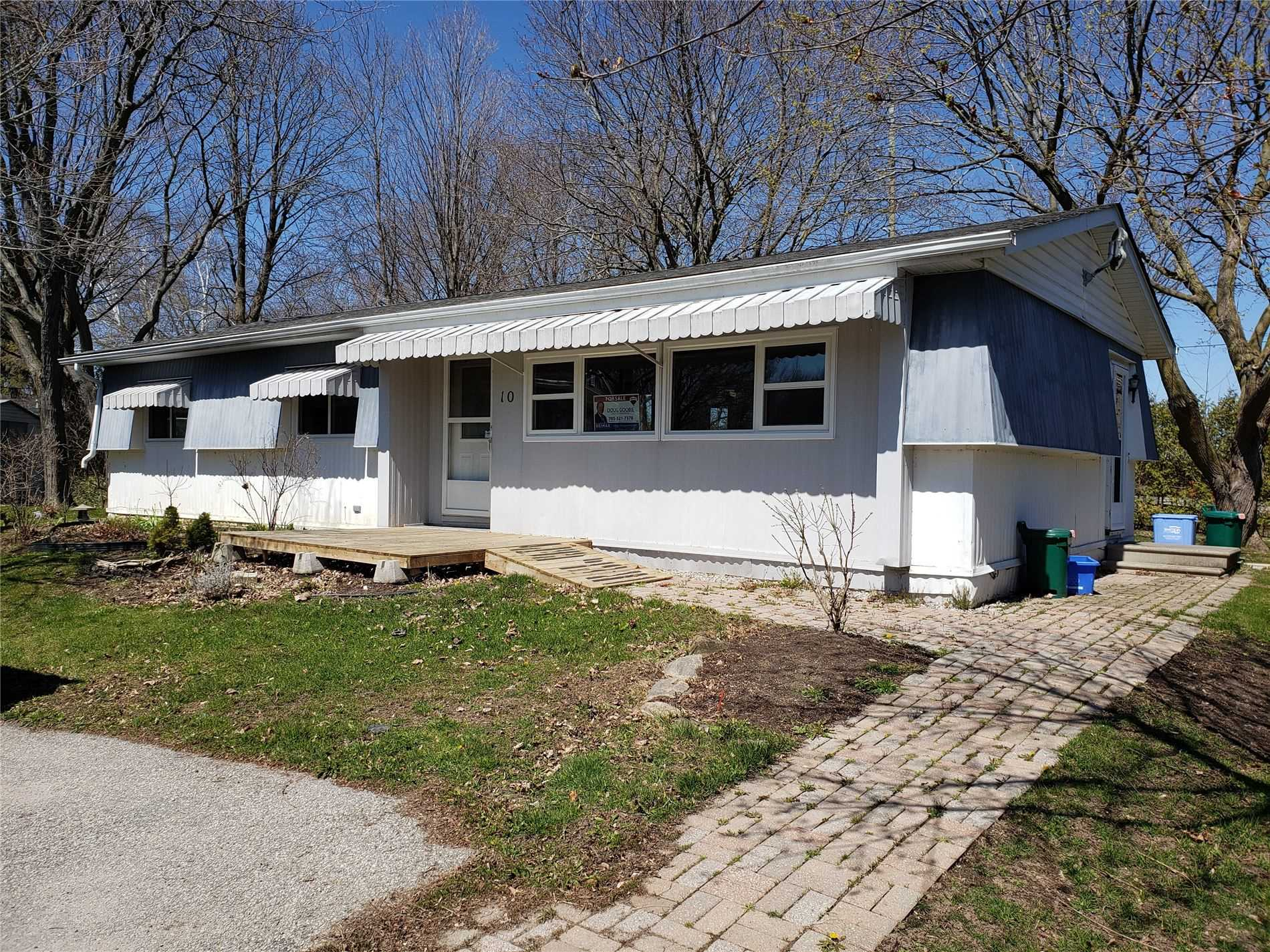 pictures of house for sale MLS: N4673037 located at 10 Flora Crt, Innisfil L9S1R3