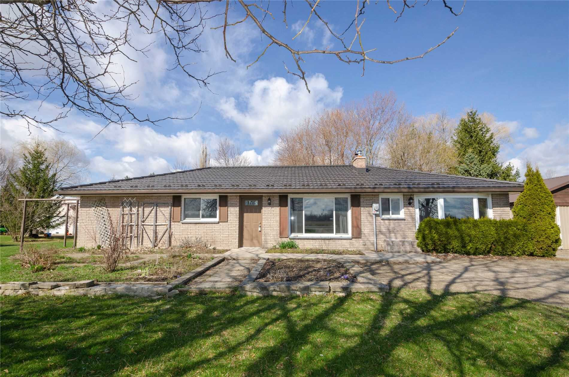 pictures of house for sale MLS: N4676763 located at 6786 County Rd 10 Rd, Essa L9R1V2