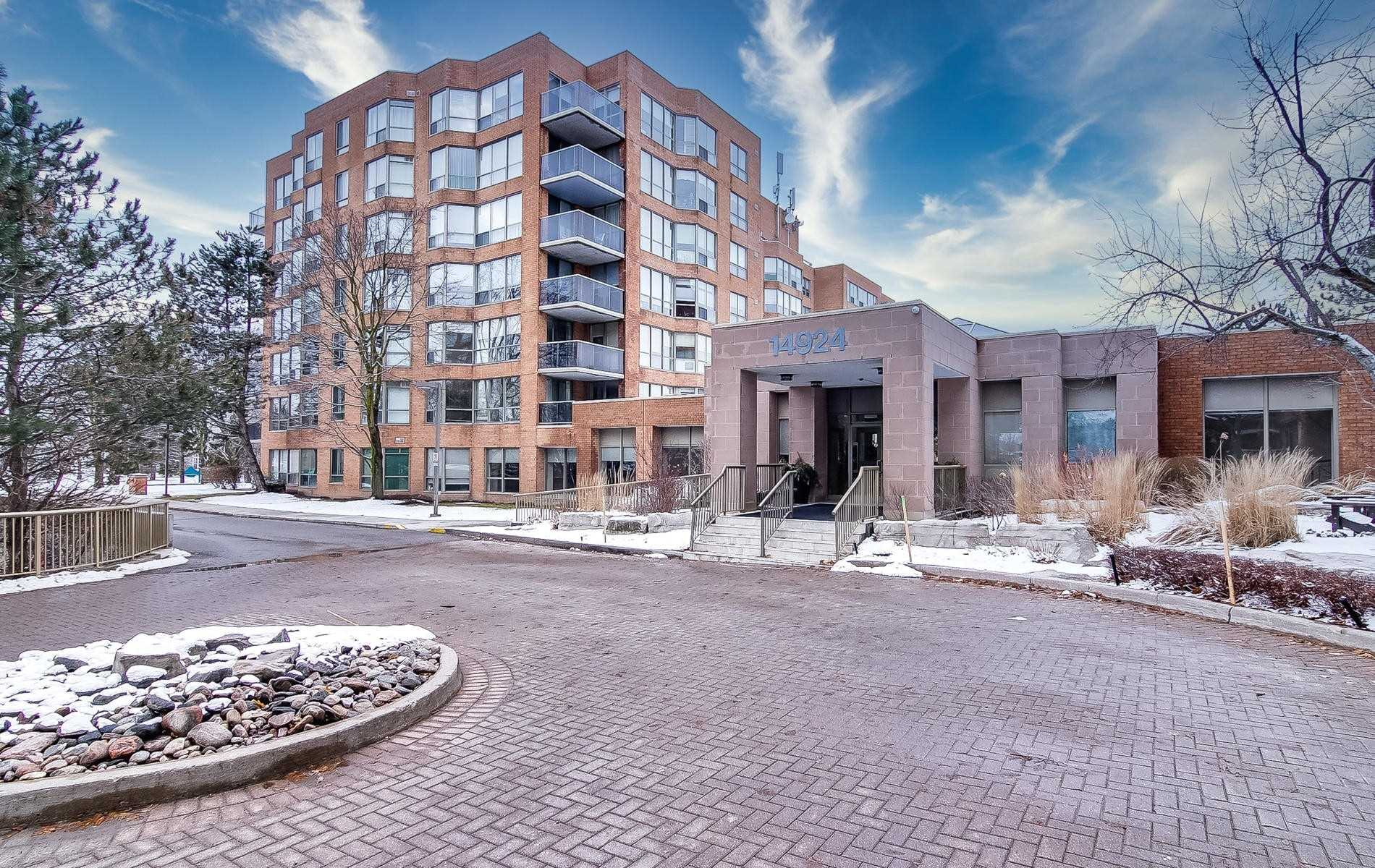 pictures of 14924 Yonge St, Aurora L4G6H7
