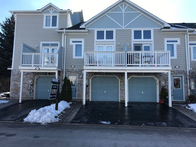 pictures of 1044 On Bogart Circ, Newmarket L3Y8T4