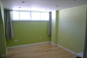 Image 2 of 25 showing inside of 2 Bedroom Detached Bungalow-Raised for Lease at 3 Kemano Rd, Aurora L4G2X9