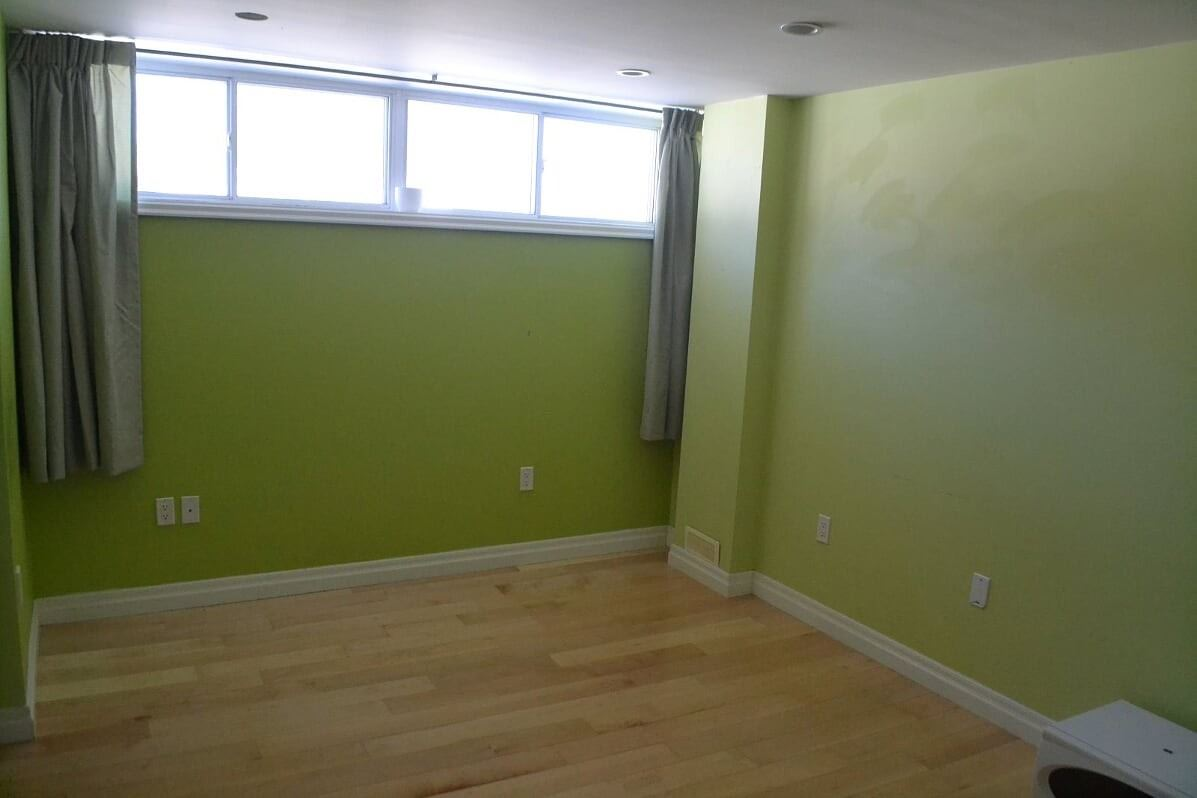 Image 4 of 25 showing inside of 2 Bedroom Detached Bungalow-Raised for Lease at 3 Kemano Rd, Aurora L4G2X9