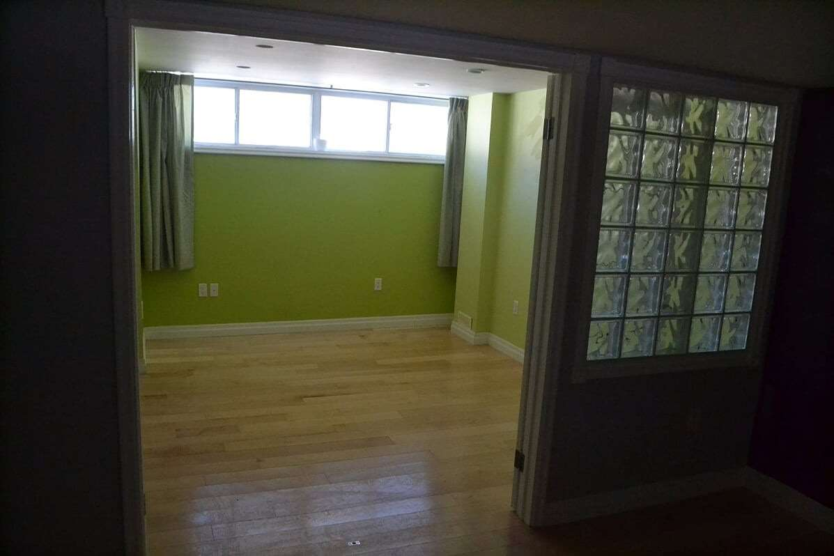 Image 5 of 25 showing inside of 2 Bedroom Detached Bungalow-Raised for Lease at 3 Kemano Rd, Aurora L4G2X9