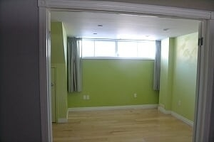 Image 13 of 25 showing inside of 2 Bedroom Detached Bungalow-Raised for Lease at 3 Kemano Rd, Aurora L4G2X9