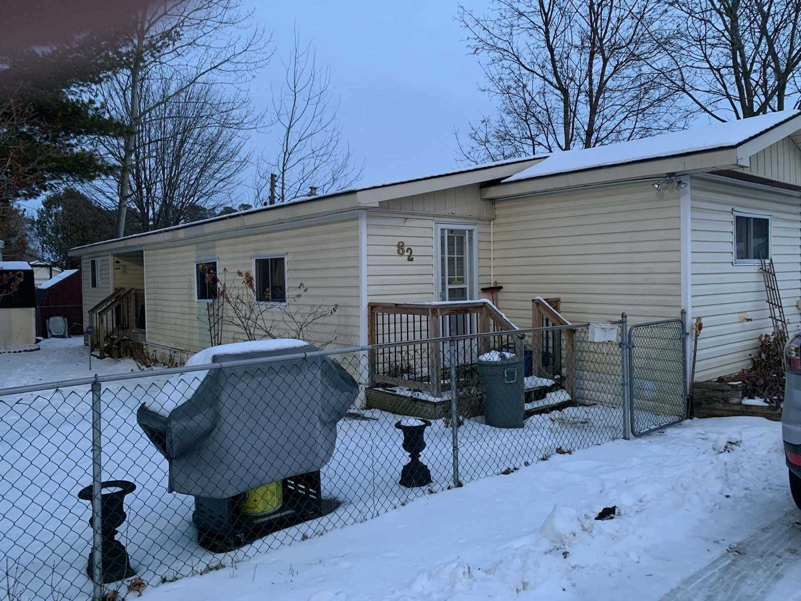 pictures of house for sale MLS: N4684952 located at 82 Seventh St, Essa L0M1B0