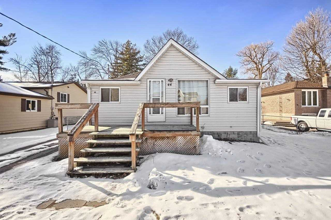 pictures of house for sale MLS: N4687500 located at 44 River Dr, East Gwillimbury L9N1A5