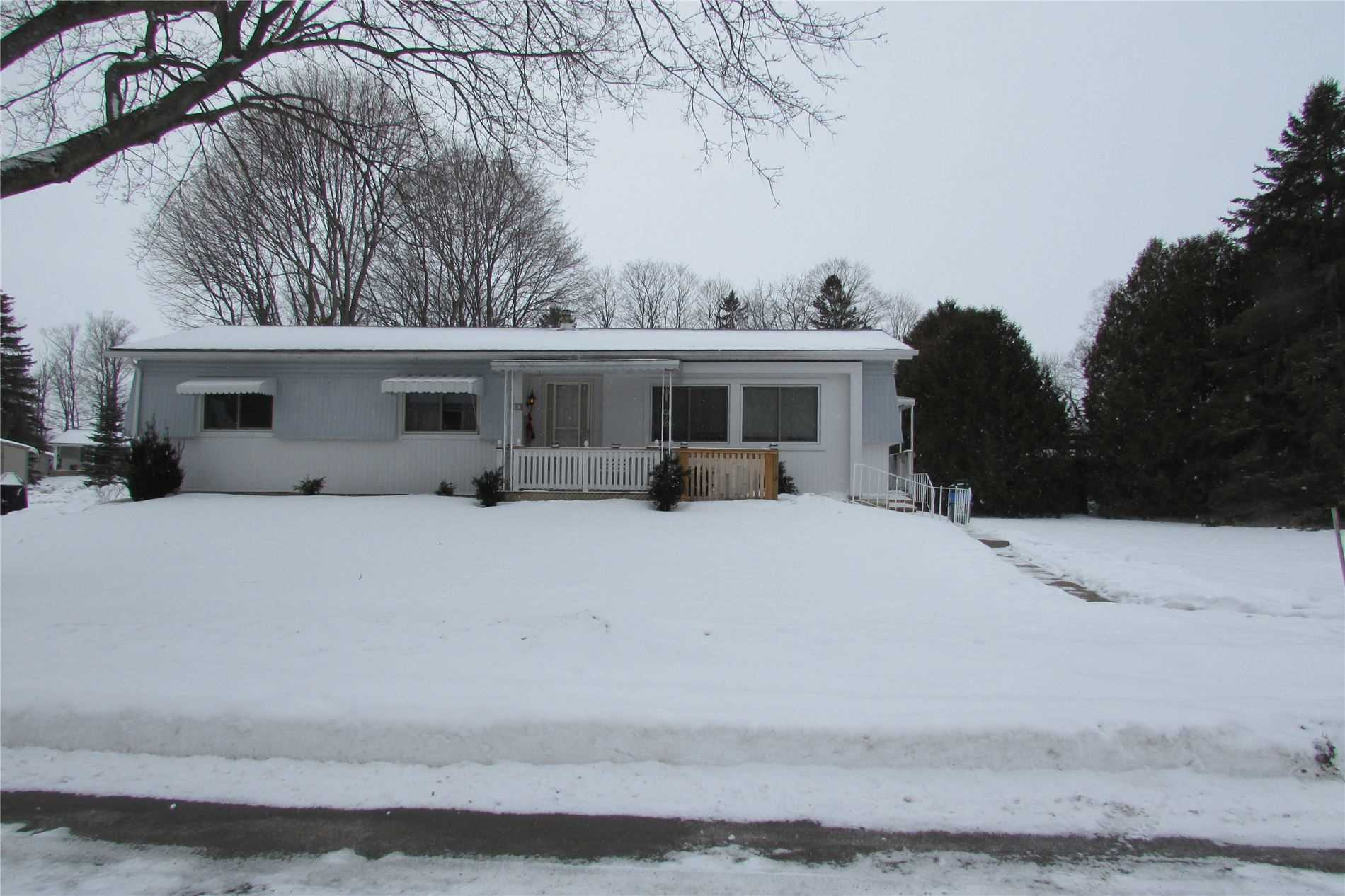 pictures of house for sale MLS: N4688501 located at 14 Western Ave, Innisfil L9S1L7