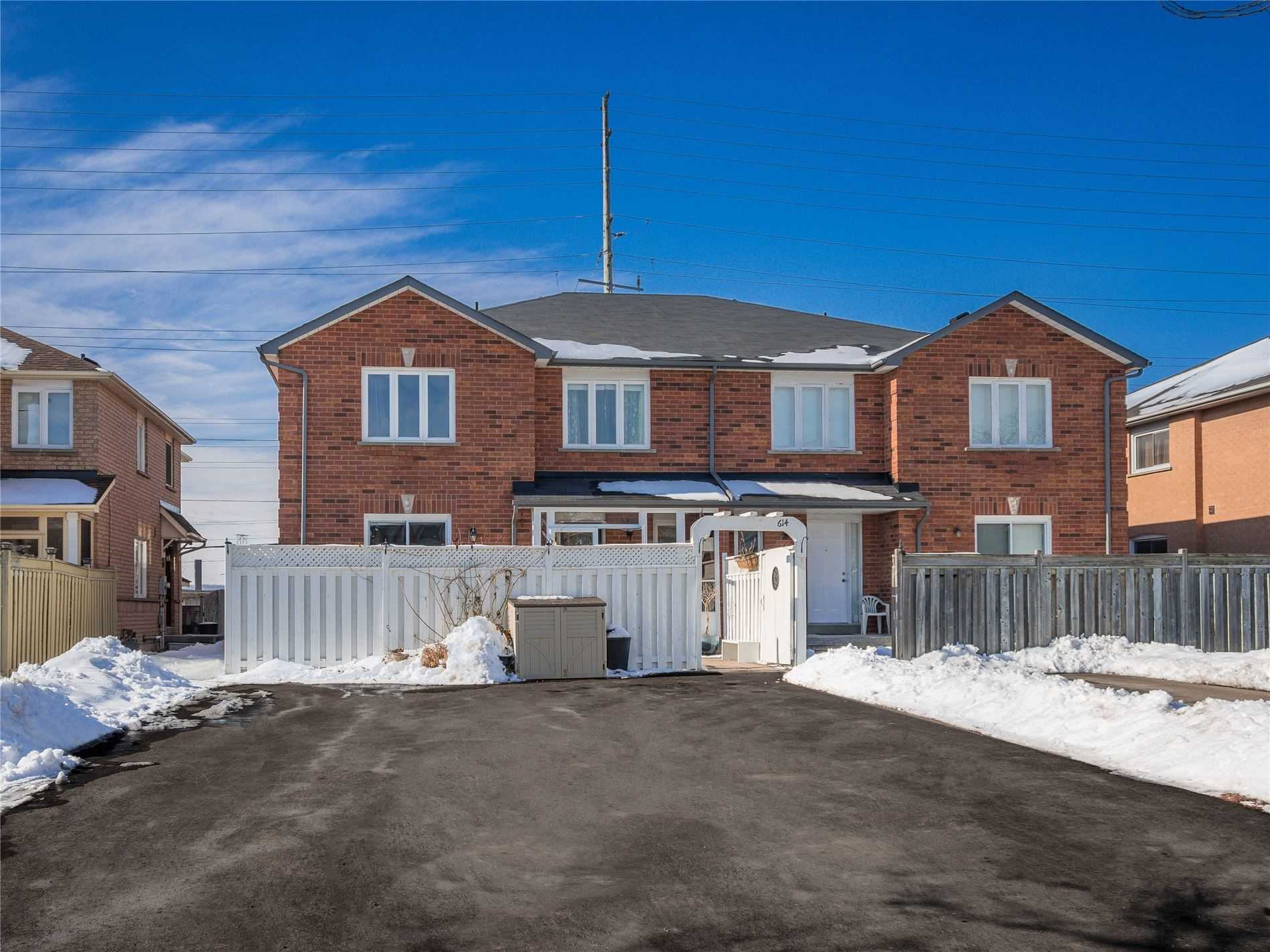 pictures of house for sale MLS: N4691540 located at 614 Pinder Ave, Newmarket L3X2A7