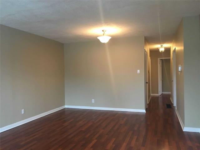 Image 6 of 13 showing inside of 4 Bedroom Semi-Detached Apartment for Lease at 18 Richardson Dr, Aurora L4G1Z1
