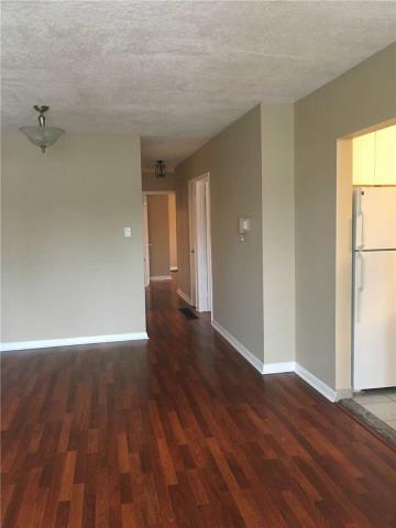 Image 8 of 13 showing inside of 4 Bedroom Semi-Detached Apartment for Lease at 18 Richardson Dr, Aurora L4G1Z1