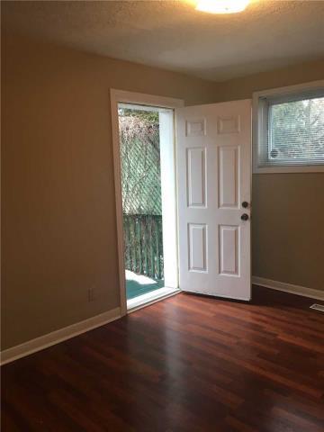 Image 11 of 13 showing inside of 4 Bedroom Semi-Detached Apartment for Lease at 18 Richardson Dr, Aurora L4G1Z1