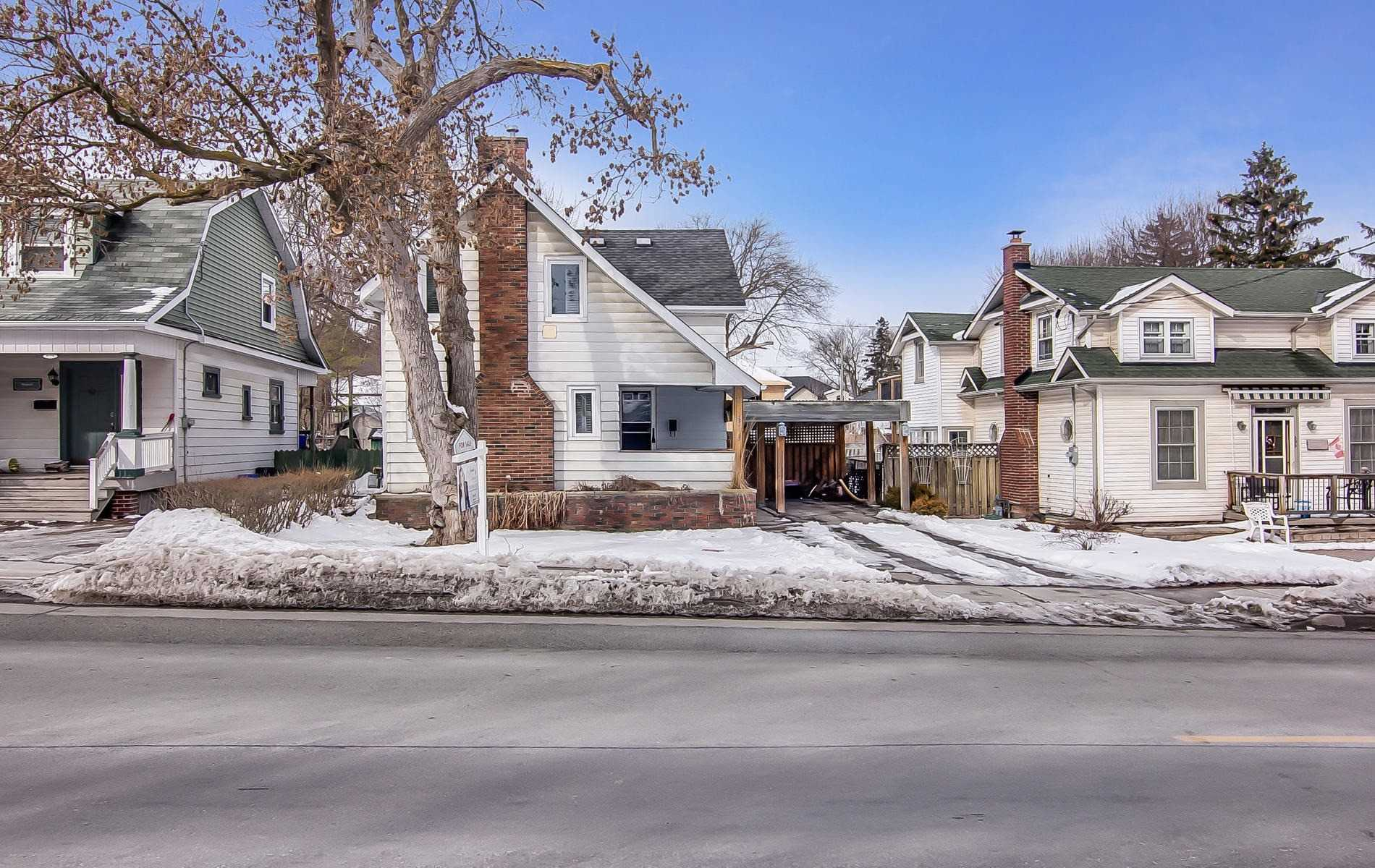 pictures of house for sale MLS: N4692171 located at 579 Gorham St, Newmarket L3Y1L1
