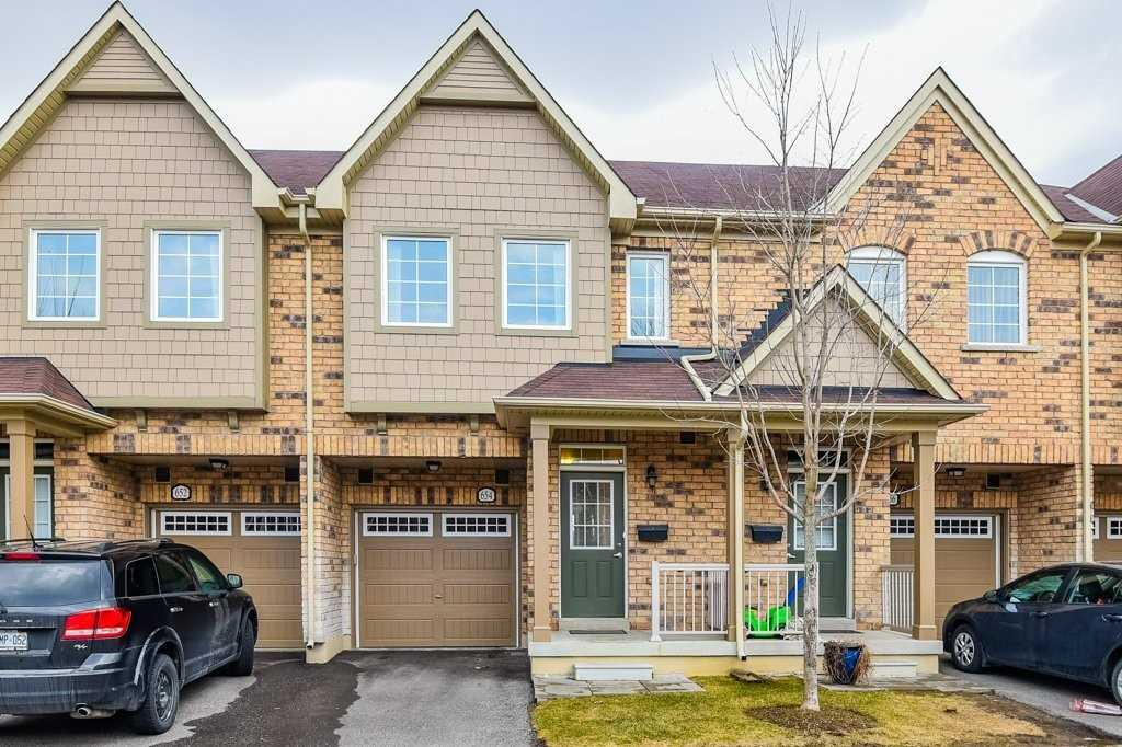 pictures of 654 Wendy Culbert Cres, Newmarket L3X0A4
