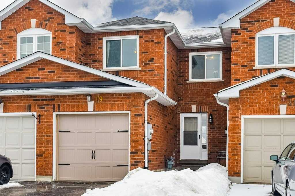 pictures of house for sale MLS: N4696654 located at 19 Mainprize Cres, East Gwillimbury L0G1M0