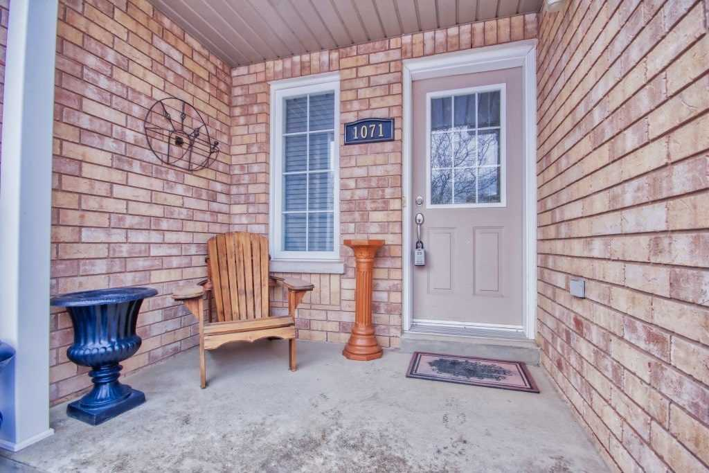 pictures of 1071 Brook Gardens Marsh Dr, Newmarket L3Y8W6