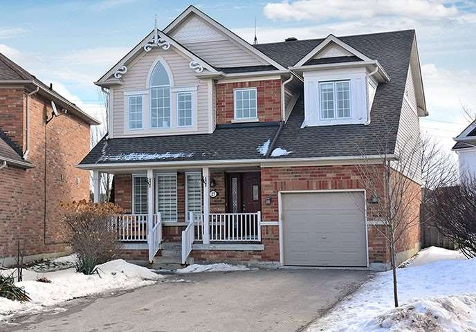 pictures of house for sale MLS: N4697059 located at 27 Watkins Glen Cres, Aurora L4G7P3