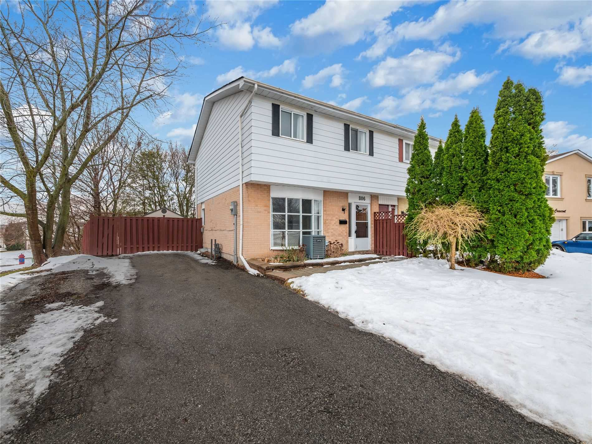pictures of house for sale MLS: N4697625 located at 806 Pam Cres, Newmarket L3Y5B6