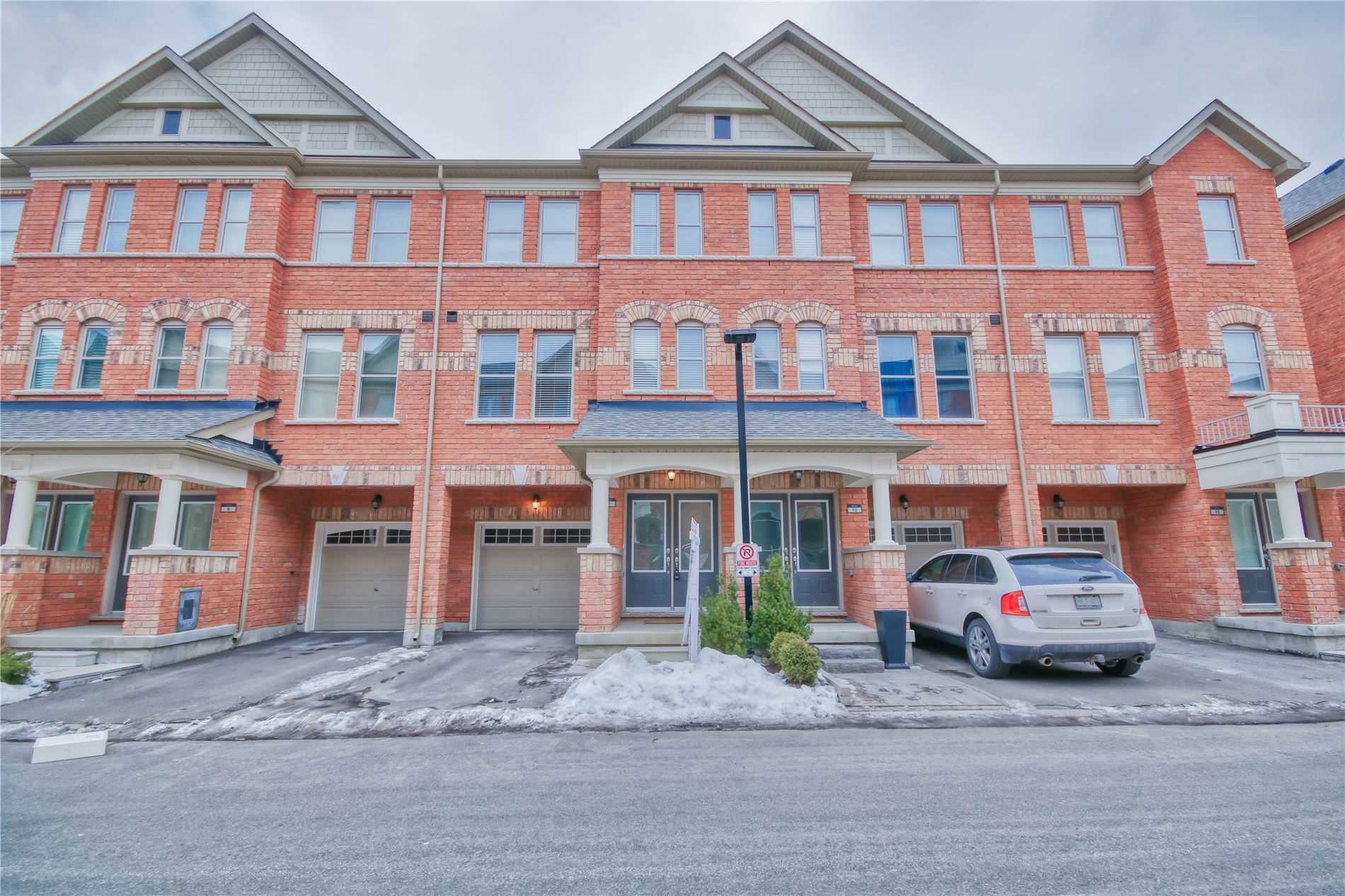pictures of house for sale MLS: N4697702 located at 11 City Park Circ, Vaughan L4L0H2