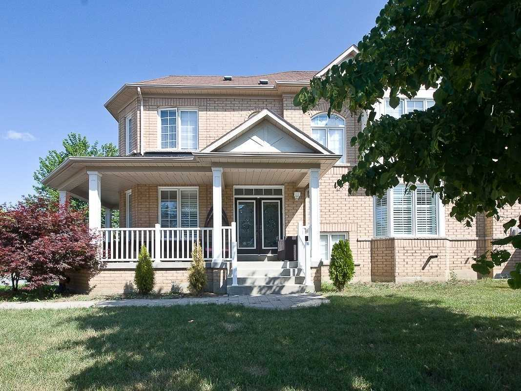 pictures of house for sale MLS: N4698194 located at 90 Waite Cres, Whitchurch-Stouffville L4A0B8