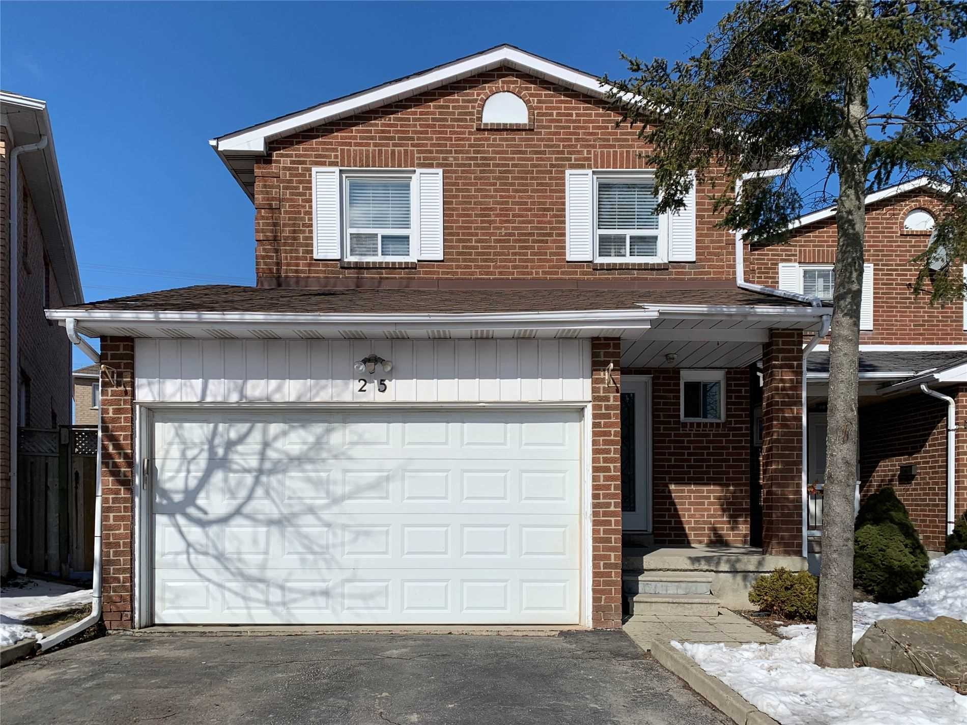 pictures of house for sale MLS: N4699873 located at 25 Prairie Dunes Pl, Vaughan L4K2E4