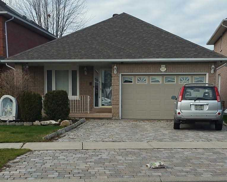 pictures of 187 Castlepoint Dr, Vaughan L4H1G5