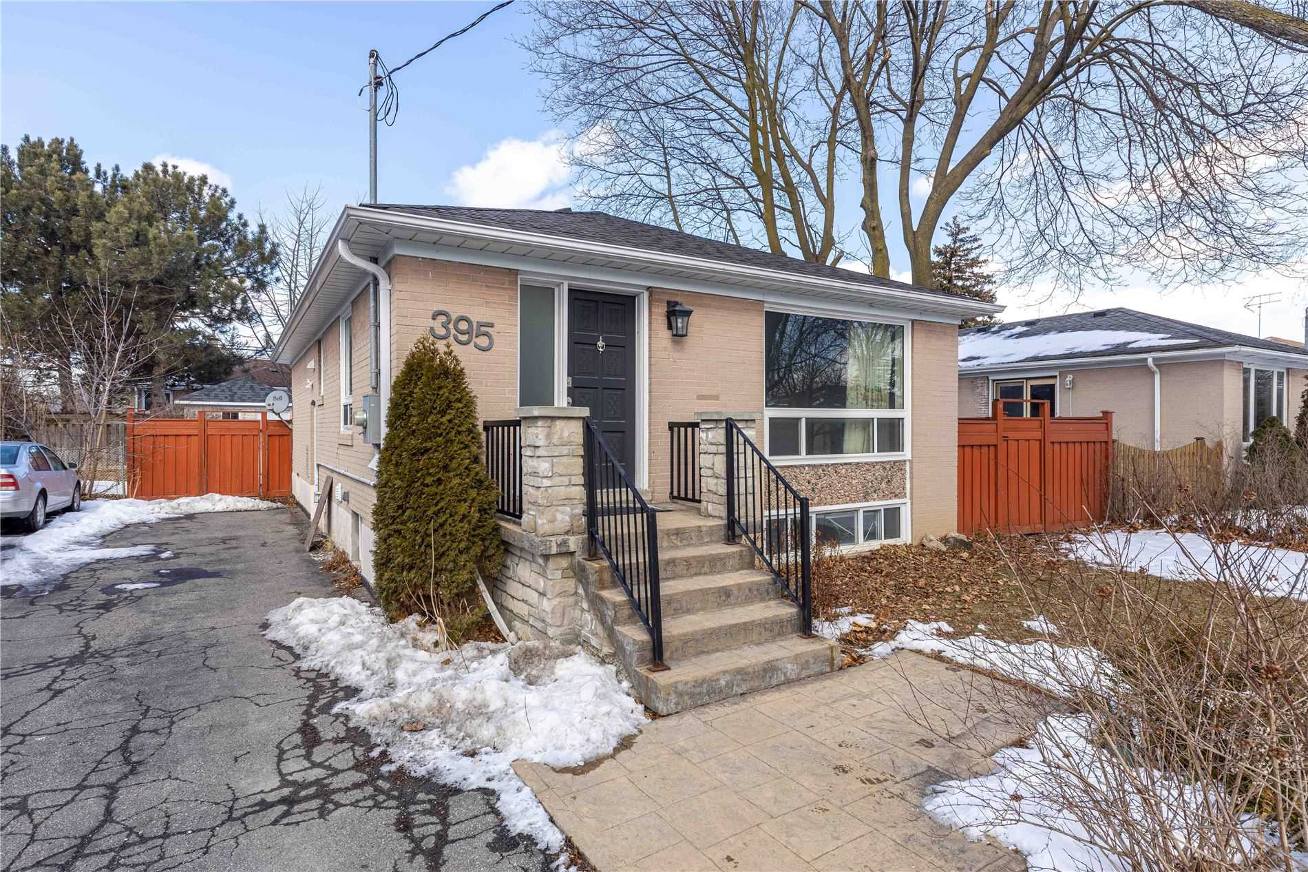 pictures of 395 Taylor Mills Dr S, Richmond Hill L4C2T2