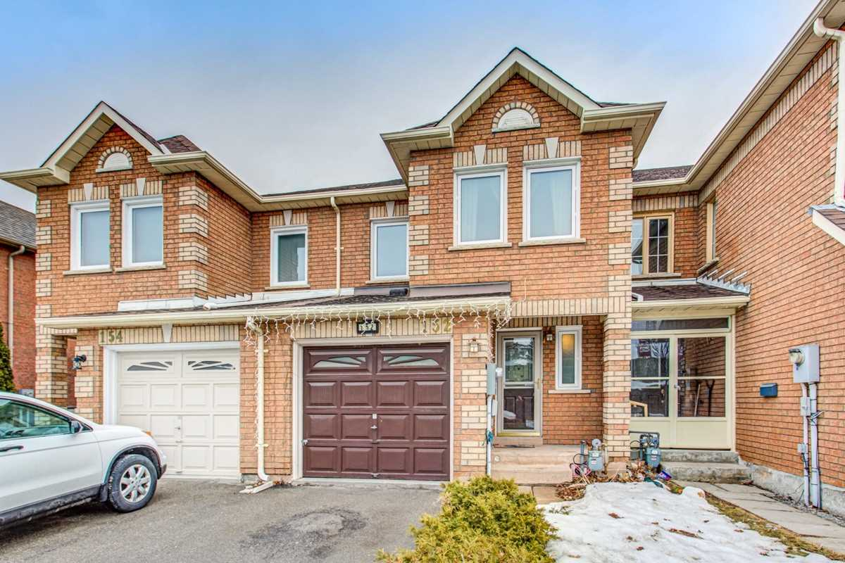 pictures of house for sale MLS: N4702096 located at 152 Lindenshire Ave, Vaughan L6A2N5
