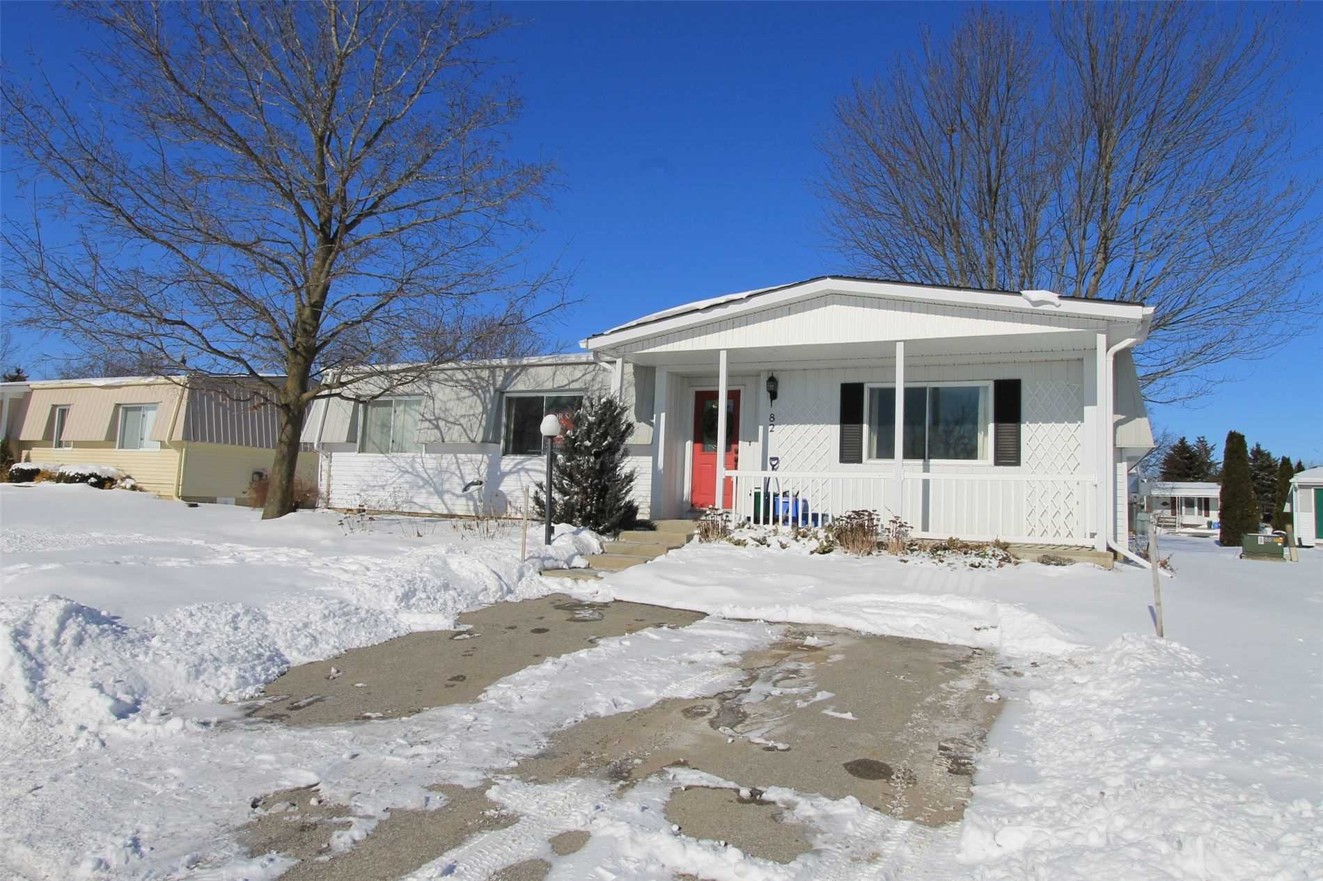 pictures of house for sale MLS: N4706962 located at 82 Cornerbrook Tr, Innisfil L9S1R9