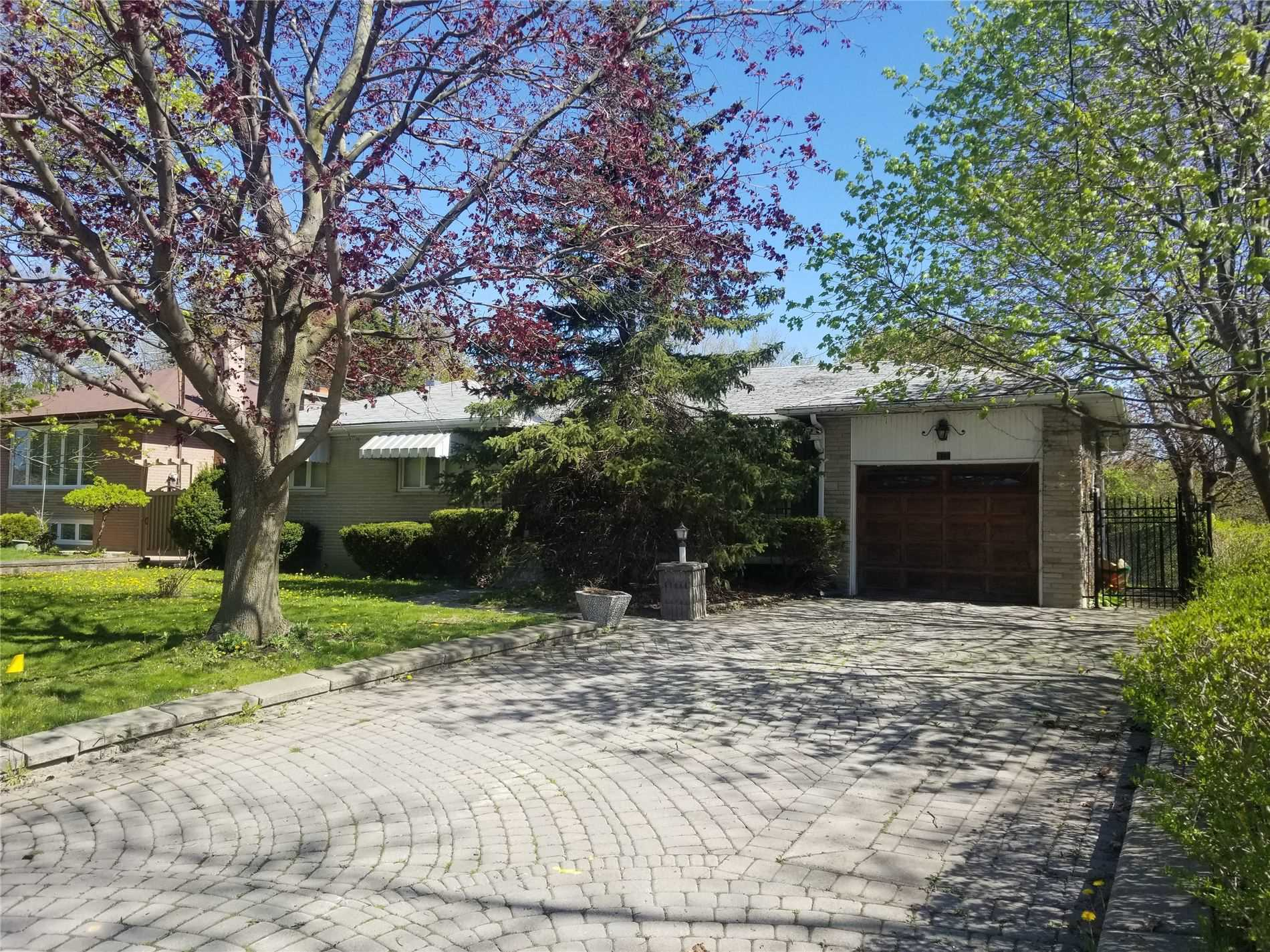 pictures of house for sale MLS: N4716473 located at 10 Goodman Cres, Vaughan L6A1E7
